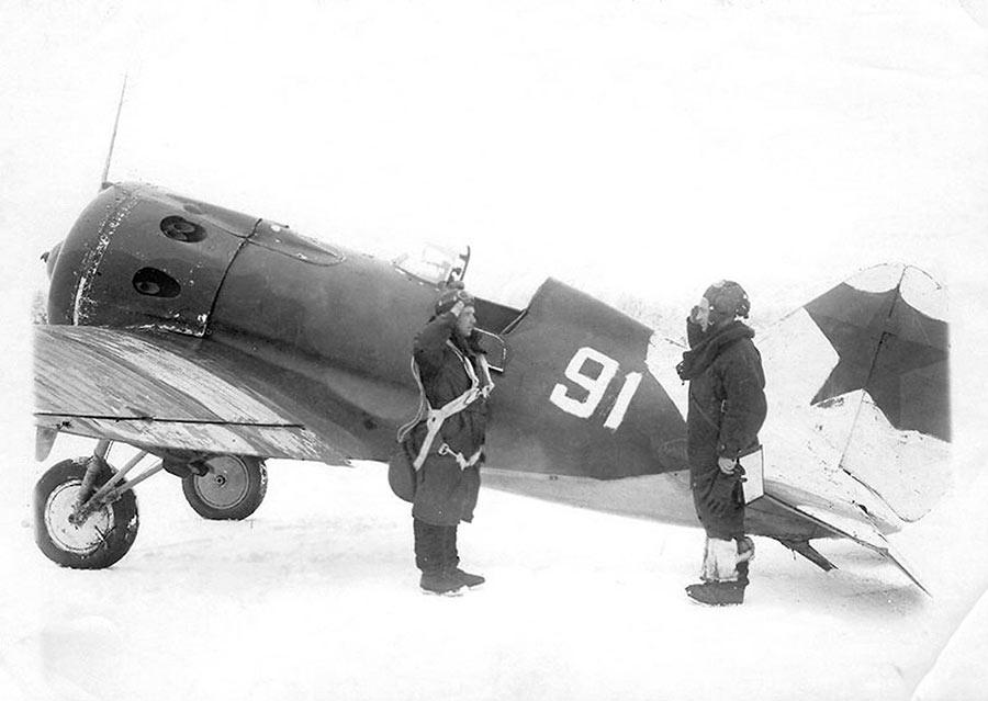 Командир эскадрильи из 728 ИАП истребителя И-16