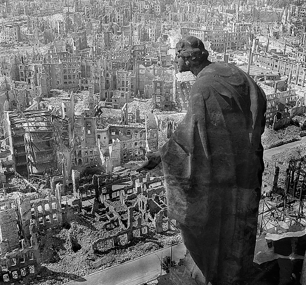 Дрезден после бомбардировки 13-15 февраля 1945 года.