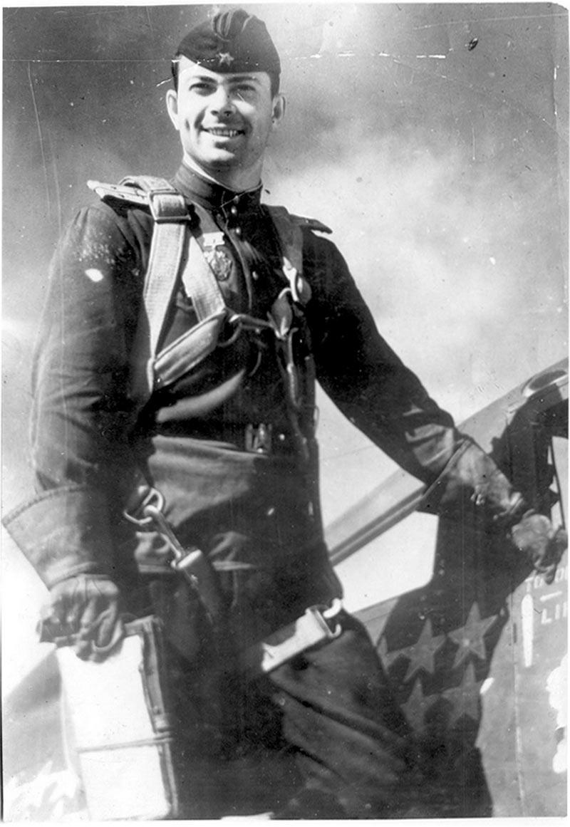 Федор Шикунов, летчик-истребитель, командир эскадрильи 69-й гвардейского истребительного авиационного полка.