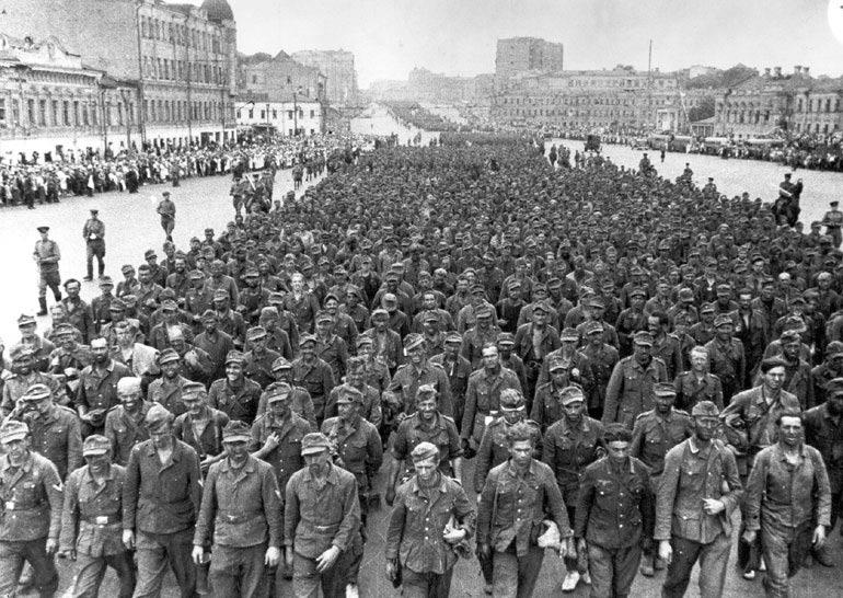 17 Июля 1944 года состоялся парад немецких военнопленных по Москве