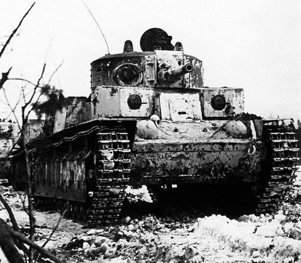 Танк Т-28 в зимнем камуфляже