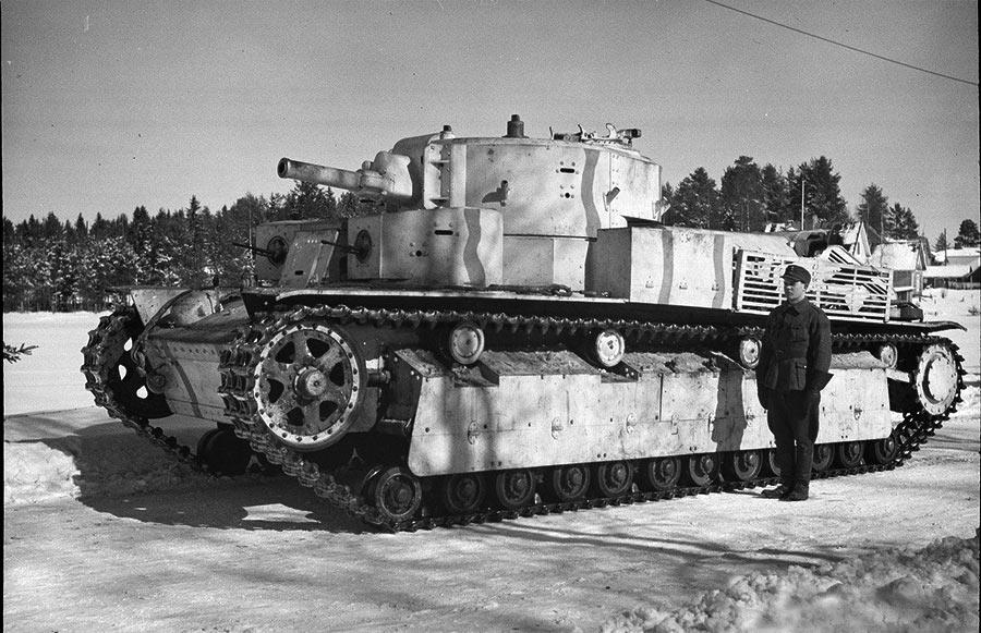 На фото средний советский танк Т-28. Большая часть этих машин погибла ещё до наступления осени 1941 года, поэтому любой хороший снимок (пусть даже и трофейного танка) - настоящая находка в наши дни