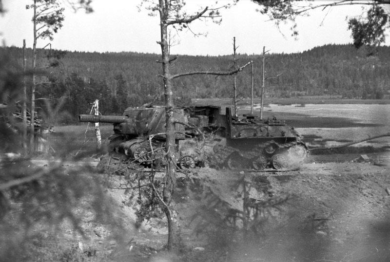 ИСУ-152 погибшая в результате детонации боезапаса. Карельский перешеек. Июнь-Июль 1944 года.