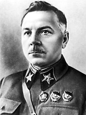 Климентий Ефремович Ворошилов, 'первый маршал' и отличная иллюстрация 'командирских' петлиц