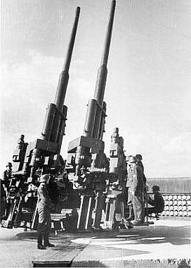 Спаренная 128-мм зенитная пушка