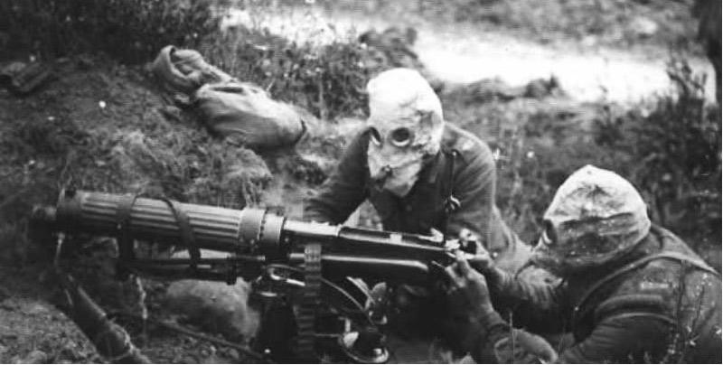 Пулеметный расчет Первой Мировой. Противогазы прилагаются