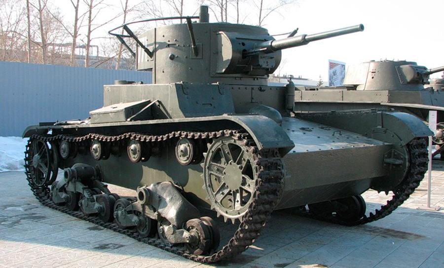 Танк Т-26 первых годов выпуска. Советские конструкторы совершенствовали эту машину в течение долгих лет и в итоге выжали из неё все соки