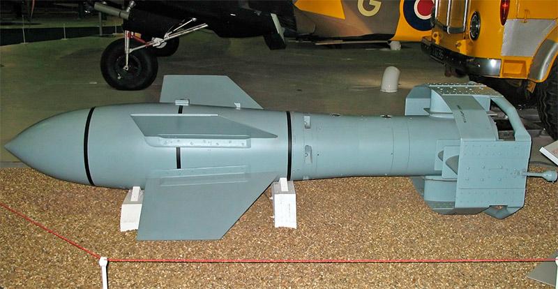 Бомба FX1400 («Фриц») сброшенная с высоты 4-5 км к моменту столкновения с вражеским кораблем достигала сверхзвуковой скорости