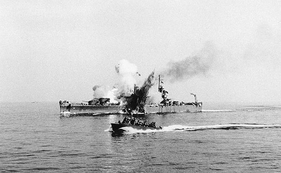 11 сентября 1943 г. - легкий крейсер «Саванна» был поражен управляемой бомбой FX-1400. Из его экипажа погибло 197 моряков