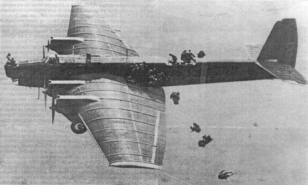 Десантирование с бомбардировщика ТБ-3.