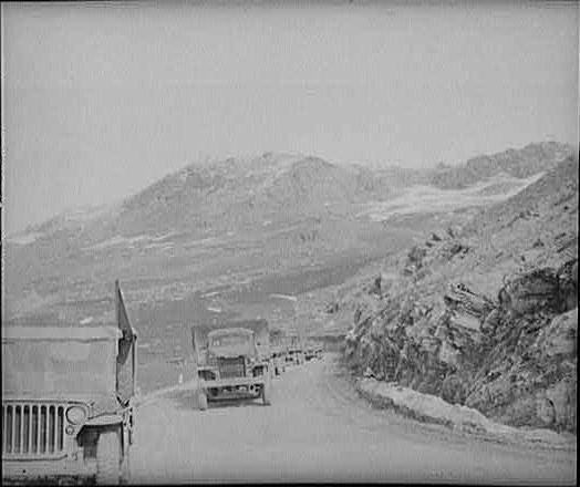 Колонна лендлизовских грузовиков для СССР, идет из британского Ирака через горные перевалы