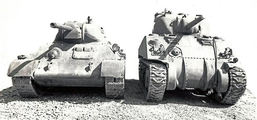 Советский средний танк Т-34 образца 1941 г., и его американский ровесник и «коллега» средний танк M4 «Шерман», на Абердинском военном полигоне в США