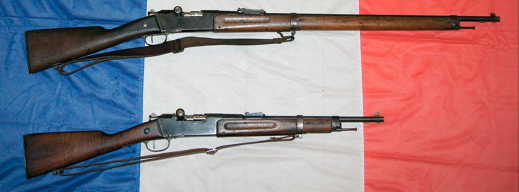 Вверху оригинальная винтовка Лебеля 1886 года, внизу модель 1886-R35, предвоенная попытка дать старому оружию вторую жизнь и превратить его в карабин