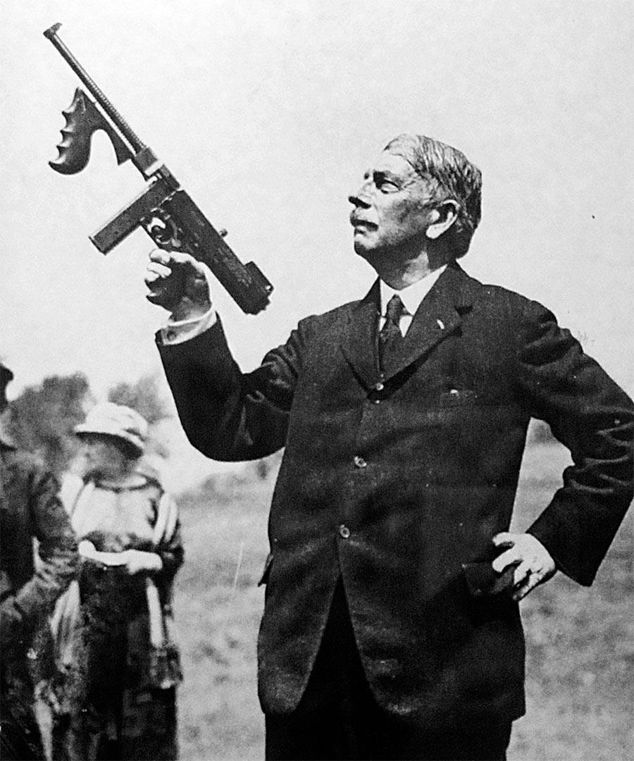 Джон Томпсон и его пистолет-пулемет