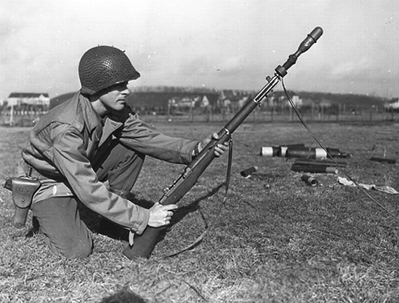 Самозарядная винтовка M1 «Garand» с <a href='https://arsenal-info.ru/b/book/900327250/3' target='_self'>ружейным гранатометом</a>