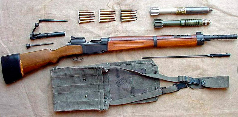 Французская винтовка MAS-36 и боеприпасы к ней, включая винтовочные гранаты калибра 20-мм