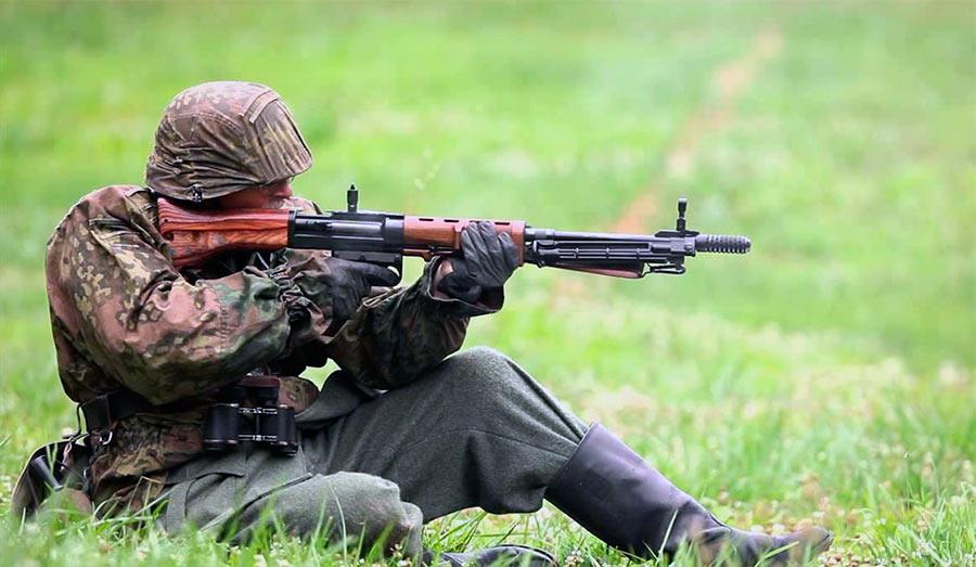 Боец с винтовкой FG-42 «второго» типа