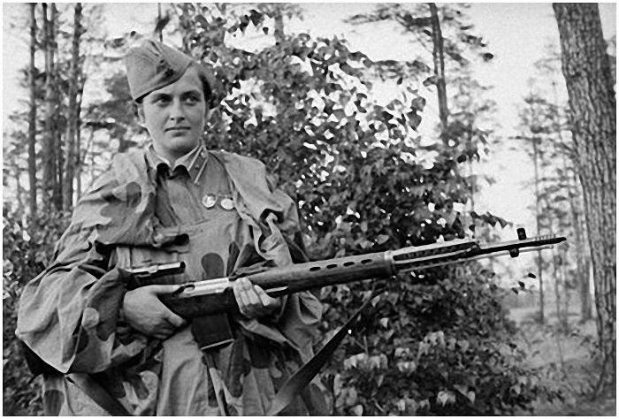 Людмила Павличенко - Герой Советского Союза, <a href='https://arsenal-info.ru/b/book/2362237253/95' target='_self'>снайпер</a> (309 убитых, 36 из них - снайперы) с СВТ-40