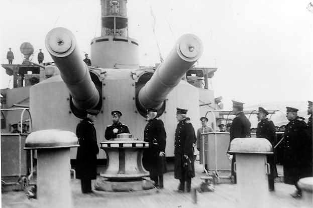 305-мм орудия броненосца 'Евстфий'