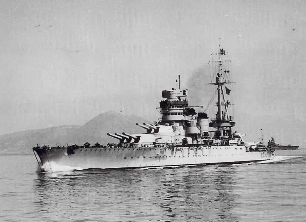 Итальянский линкор 'Конте ди Кавур' строился к Первой Мировой Войне, перед Второй Мировой прошел модернизацию