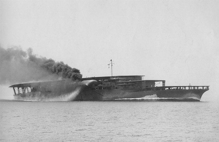 Японский авианосец 'Акаги'