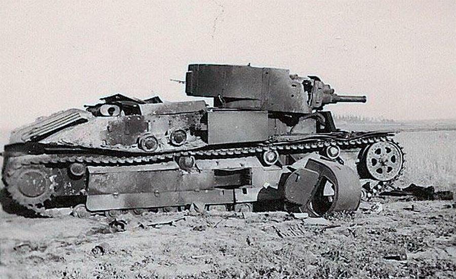 Разбитыйтанк Т-28, начало войны