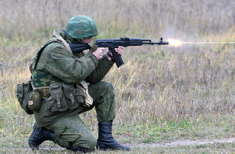 AK-74 - автомат Калашникова, калибр 5,45-мм