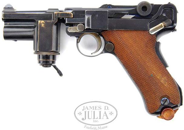 Пистолет Люгера Р.08 Парабеллум с подствольным фонарем