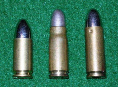 Патроны, использовавшиеся в пистолетах Маузер К96: 9mm Parabellum, 7,63mm Mauser и 9mm Mauser Export (слева на право)