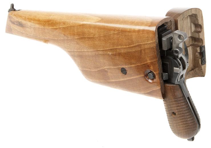 Пистолет Маузер К96 в деревянной кобуре