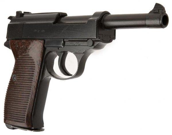 Пистолет Walther P.38 производства Mauser-Werke A.G. имеет код «byf 42»