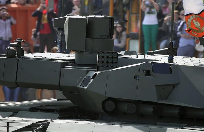 АФАР радары Т-14 видны на башне танка