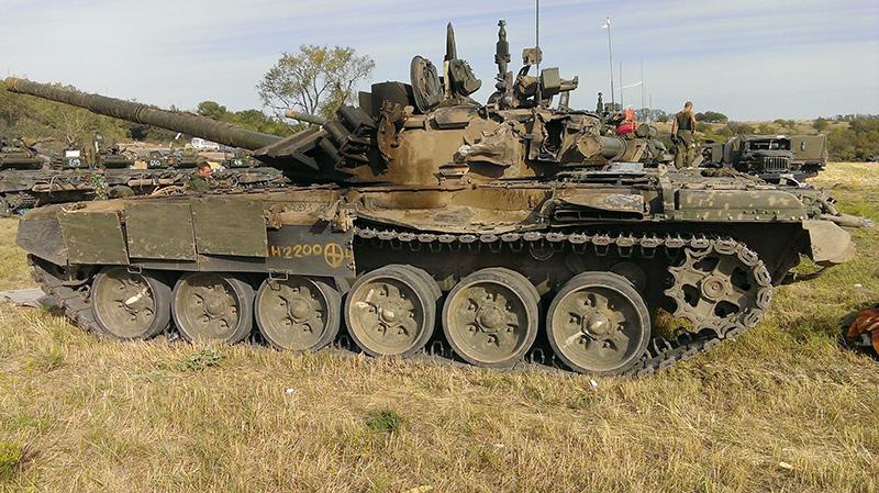 Поврежденный Т-72Б3 предположительно ополчения на Донбасе