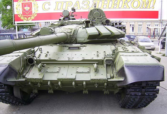 Т-72БА со встроенной динамической защитой 'Контакт-5' на лобовой верхней части корпуса