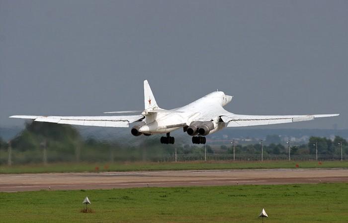 Взлет Ту-160