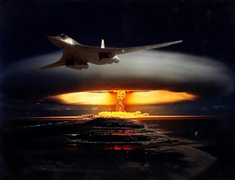 Ракетоносец Ту-160 наносит ядерный удар (компьютерная графика)