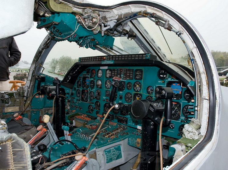Кабина пилотов Ту-22