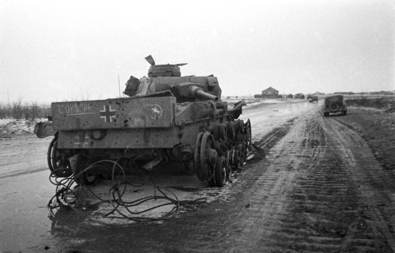 Немецкий танк Pz.Kpfw. III из 24-й танковой дивизии вермахта (24. Panzer-Division), подбитый под Сталинградом