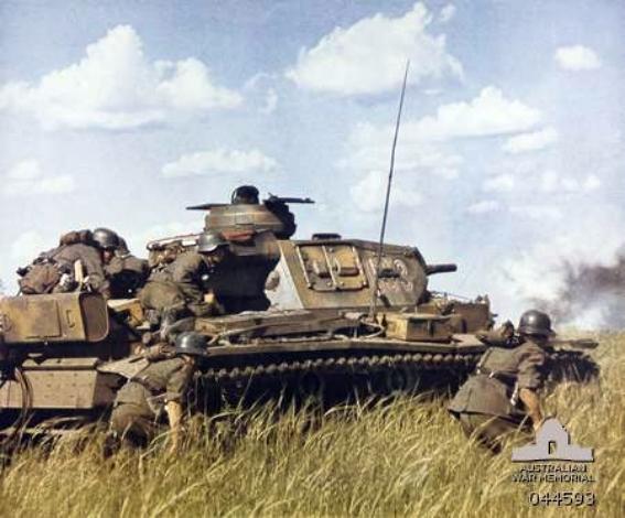 Немецкий танковый десант на танке Т-III, 1941 год.