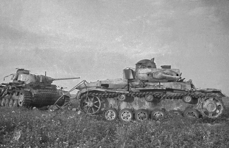 Подбитые на Курской дуге танки Pz.Kpfw. III Ausf M <a href='https://arsenal-info.ru/b/book/348132256/19' target='_self'>панцергренадерской дивизии</a> СС «Тотенкопф» (SS-Panzergrenadier-Division «Totenkopf»)