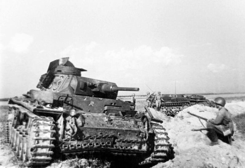 Немецкий танк Pz.Kpfw. III Ausf. E 3-й танковой дивизии (3.Pz.Div.), захваченный в районе населенного пункта Буйничи, во время обороны Могилева
