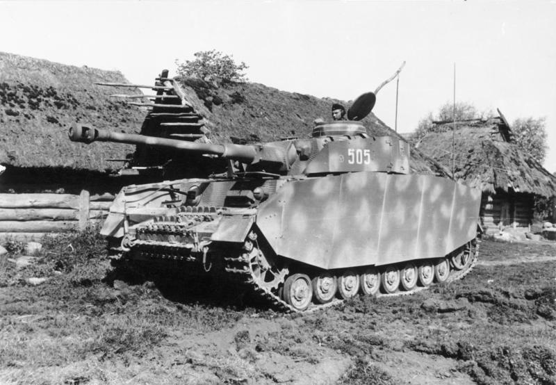 Pz.Kpfw.IV Ausf.H с бортовыми экранами и циммеритовым покрытием. СССР, июль 1944 года.