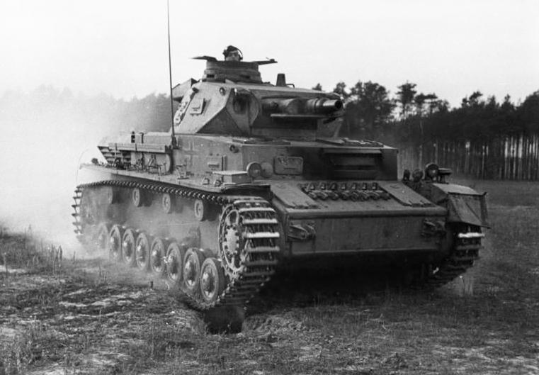 Танк Pz.Kpfw.IV Ausf.B или Ausf.C на учениях. Ноябрь 1943 года.