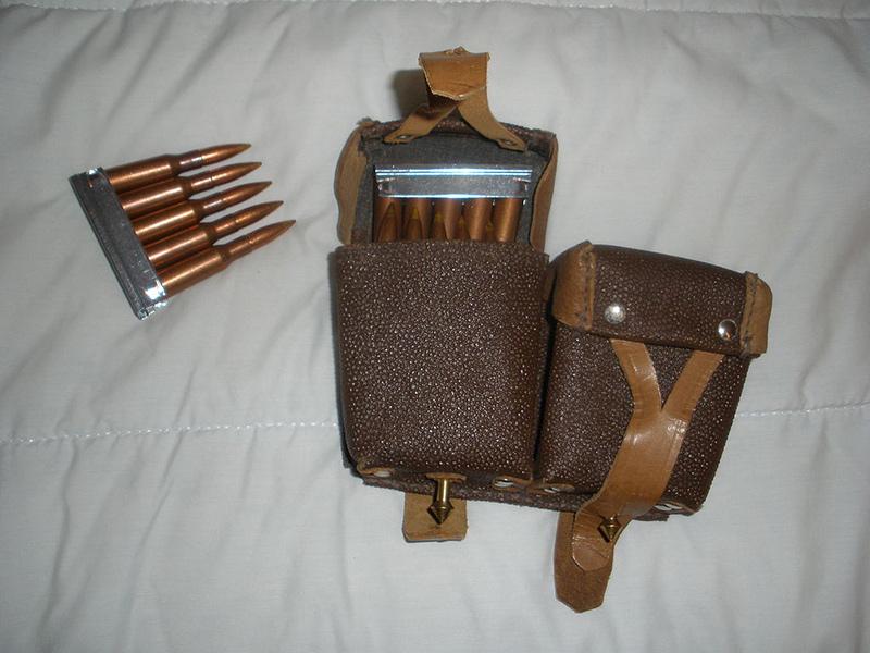Боекомплект к винтовке, снаряжённый в патронные обоймы.