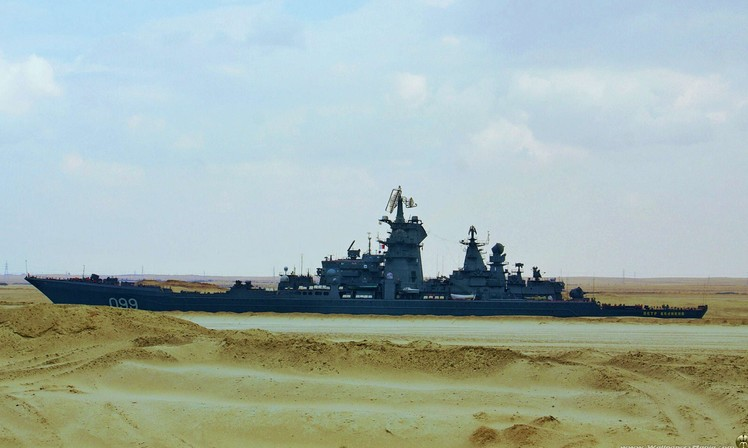 Крейсер «Петр Великий» в Суэцком канале