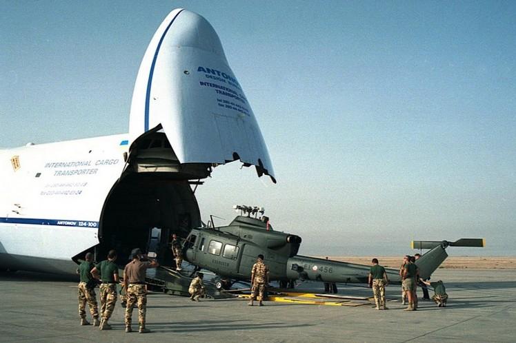 Загрузка груза в Ан-124 «Руслан»