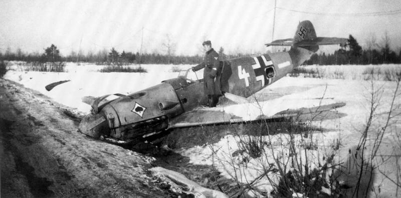 Сбитый истребитель Мессершмитт Bf. 109F-4 (Messerschmitt Bf.109F-4, «weiß 4»)