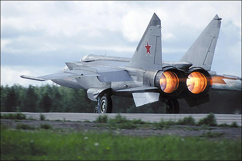 МиГ-25 - истребитель-перехватчик