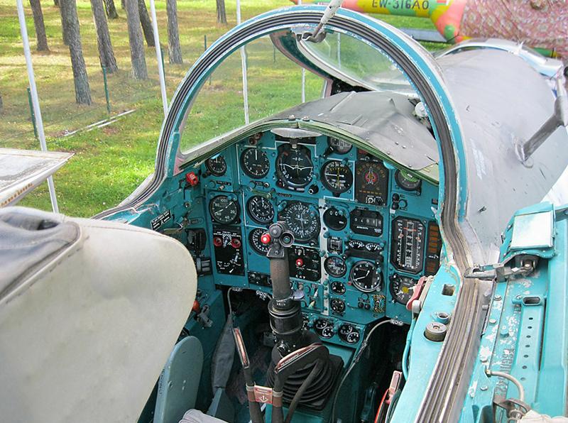 Кабина МиГ-25БМ