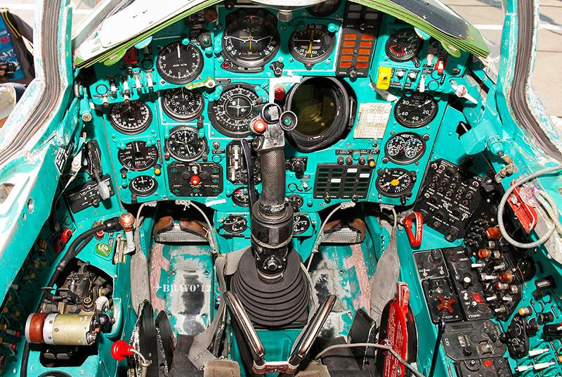Кабина МиГ-25ПУ
